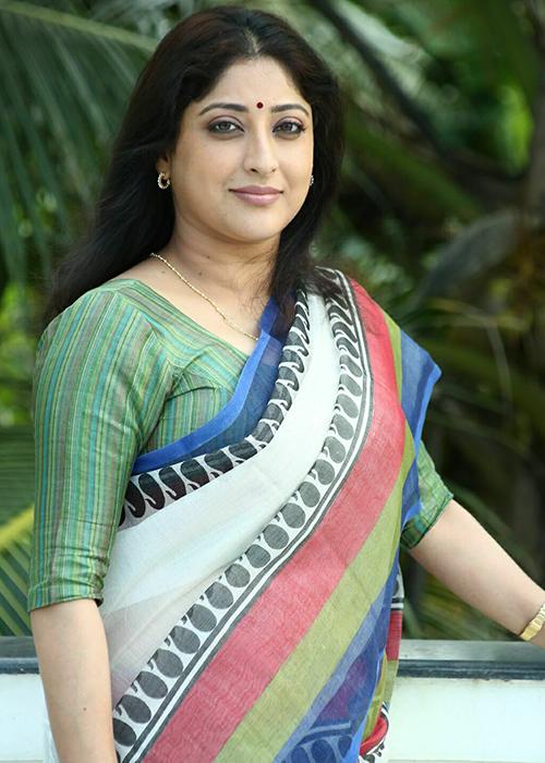 Lakshmi Gopalaswamy Height, Wiki, Biography, Biodata, Dob, Age, Profile, Personal -7484