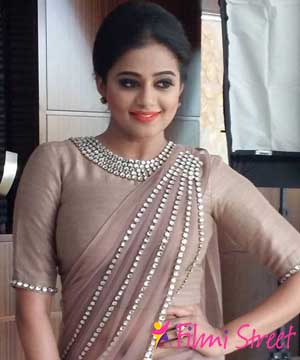 Priyamani gets engaged, wedding soon