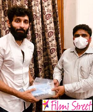 Actor Vasanth Ravi donates Mask and Gloves to Chennai Corporation