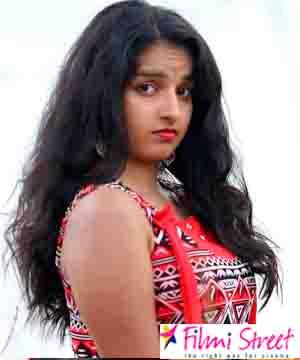 செக்ஸியா டிரெஸ் போட முடியாது; ஆதியுடன் கவர்ச்சி சண்டை போட்ட மாளவிகா