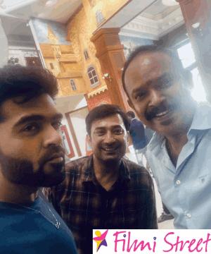 வியக்க வைத்த சிம்பு… மழையிலும் 'மாநாடு' நடத்திய வெங்கட்பிரபு