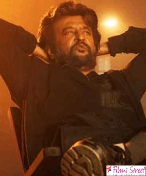 கமலின் பிக்பாஸ் வீட்டில் ரஜினி ஓவியத்தை அகற்றியதால் சர்ச்சை