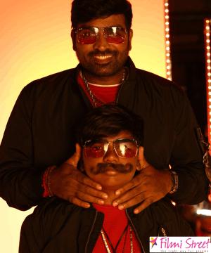 """விஜய்சேதுபதியுடன் அவரது மகன் சூர்யா இணைந்து நடித்துள்ள """" சிந்துபாத் """""""