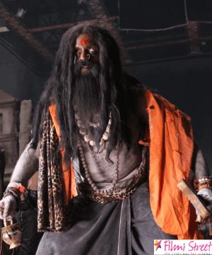 அசத்திட்டீங்க அகோரி; காஞ்சனா 3 சூட்டிங்கில் ஆம்புலன்ஸ் வைத்து நடித்து கொடுத்த சம்பத் ராம்