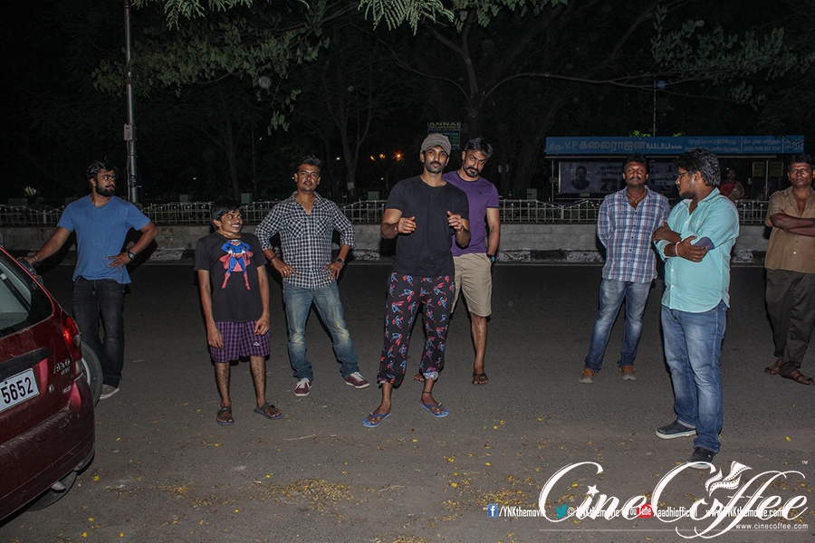 "Yagavarayinum Naa Kakka team ""Poster Night"""