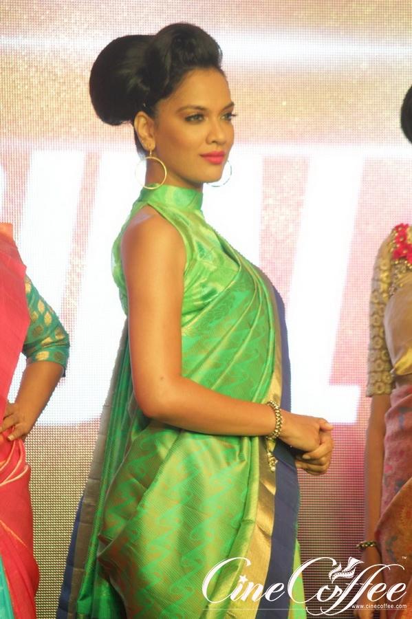 Palam Silks Fashion Show of Happy New Year Film Bollywood Stars Photos