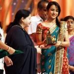 சரித்திர நாயகி ஜெயலலிதா படத்துடன் த்ரிஷாவின் 'நாயகி'யும் ரிலீஸ்