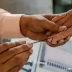 தேர்தல் 2021 : கை கழுவி மாஸ்க் க்ளவுஸ் அணிந்து வாக்களியுங்கள்..; கொரோனா பாதித்தவர்களுக்கு தனி நேரம்